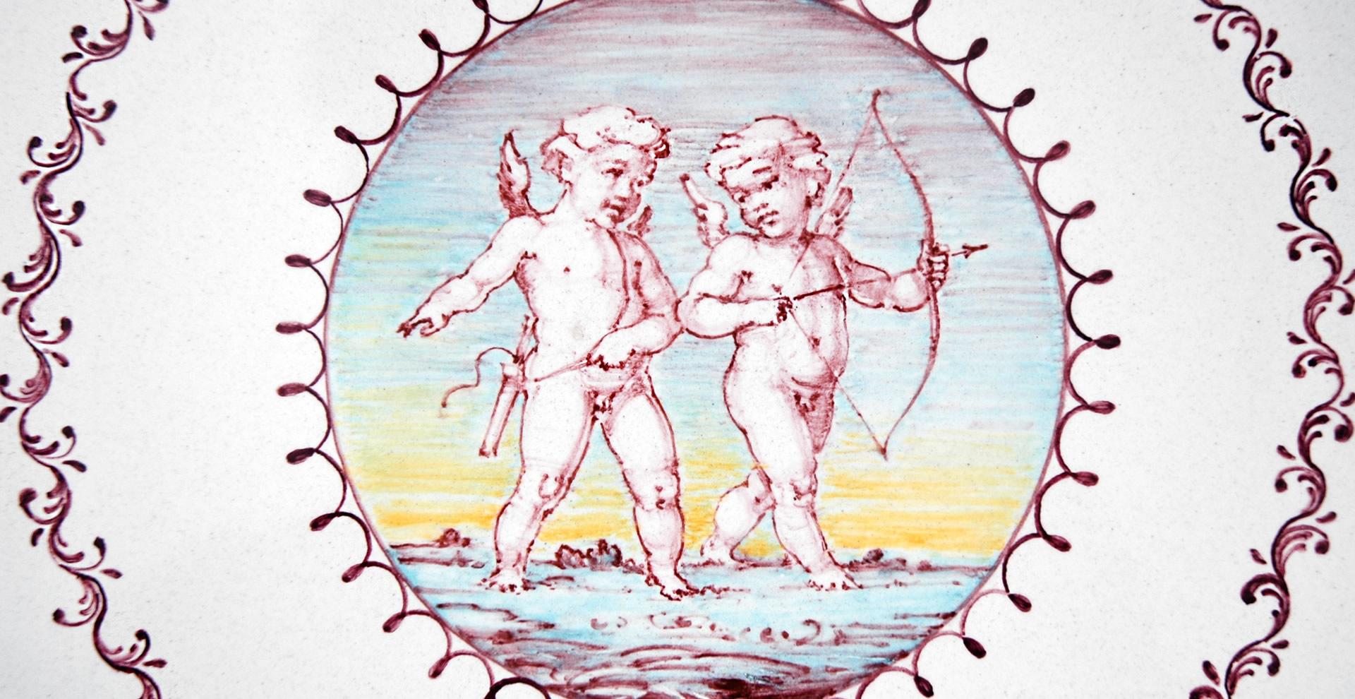rosa-share-piatto-sagomato-con-putti-3